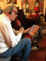 Evert Kupers leest voor uit het boek WIJ